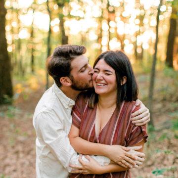 Couple kissing at Bear's Den Overlook in Leesburg, VA